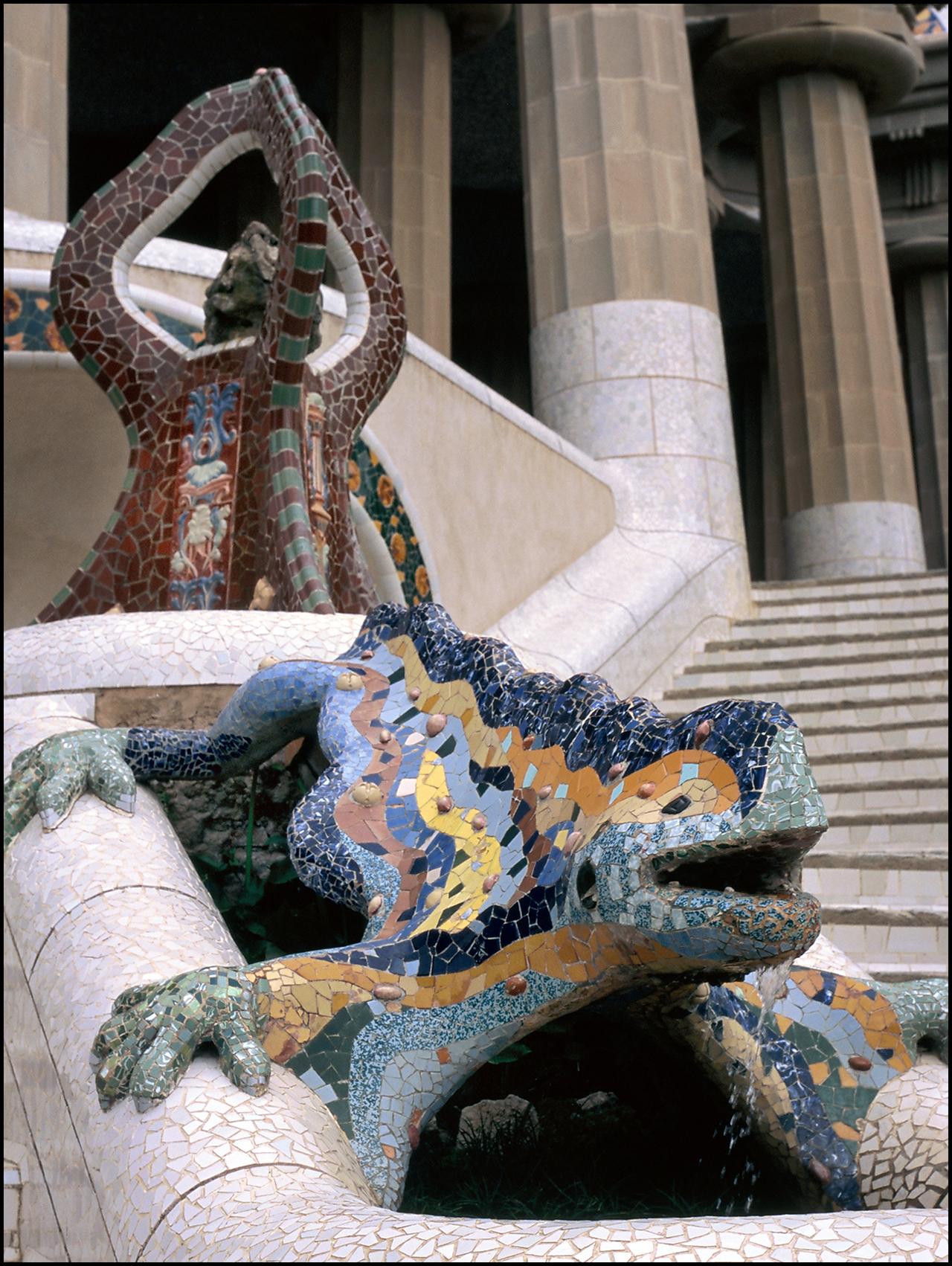 Nikkor 28mm ƒ/2.8 Ai-s Gaudi