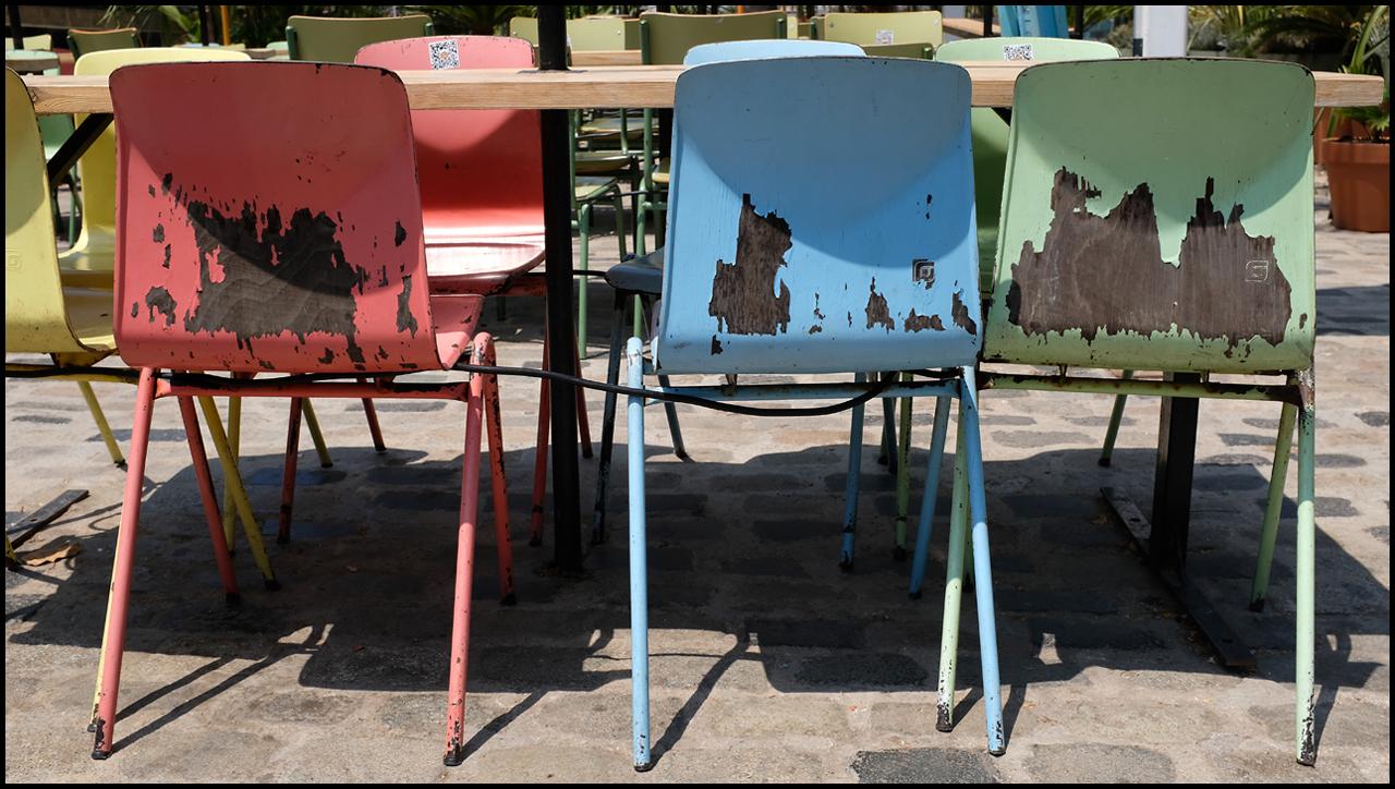Sigma 35mm ƒ/1.4 DG DN ART Chairs