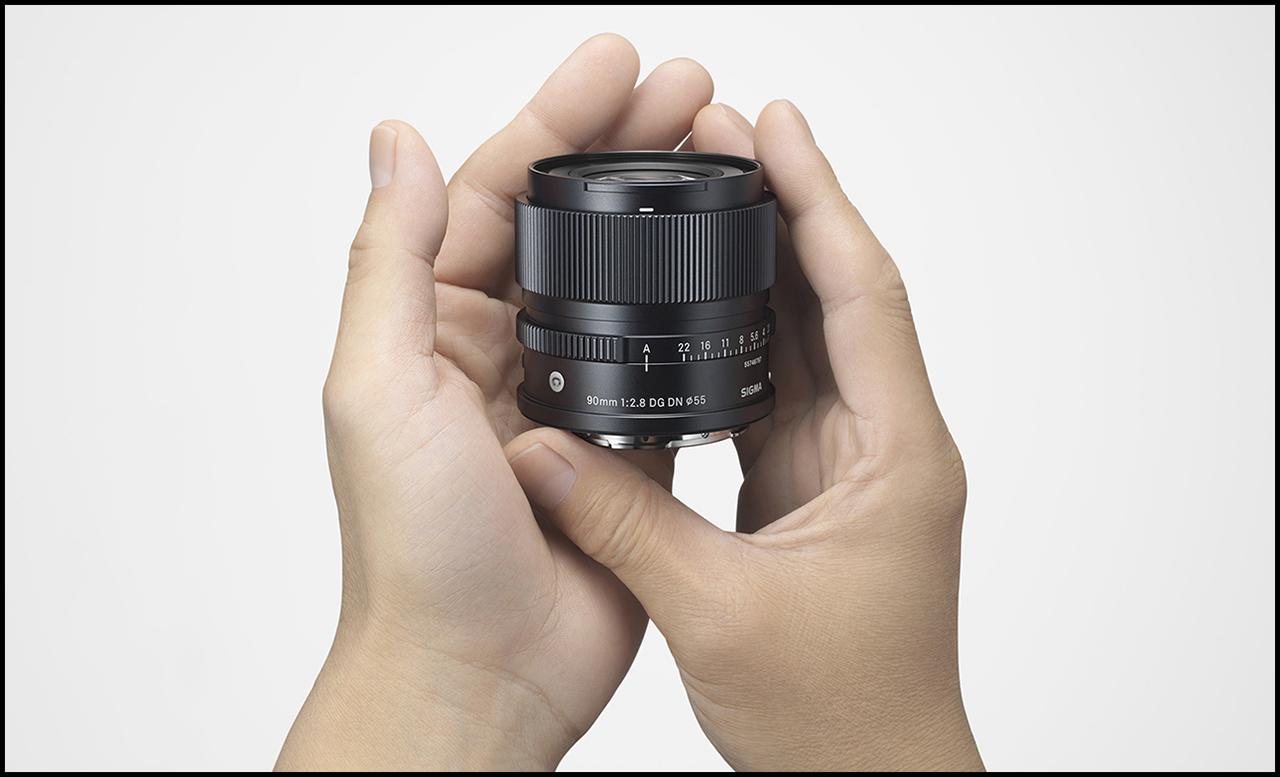 Sigma 90mm ƒ/2.8 DG DN Contemporary In Hands